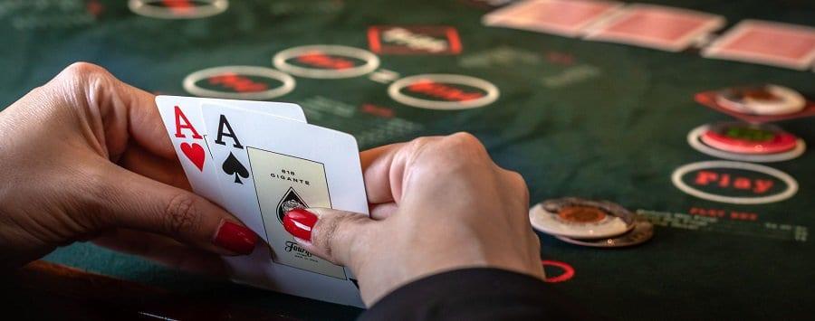 Xi to Poker va luat choi can ban